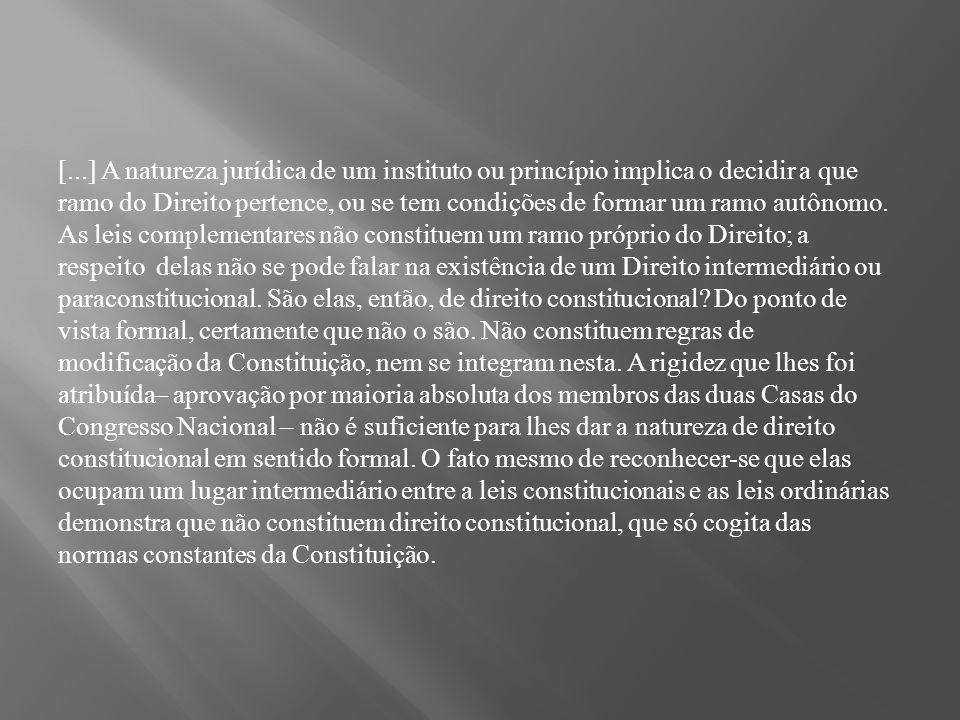 [...] A natureza jurídica de um instituto ou princípio implica o decidir a que ramo do Direito pertence, ou se tem condições de formar um ramo autônomo.